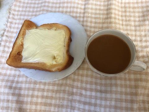 チーズトーストとコーヒー